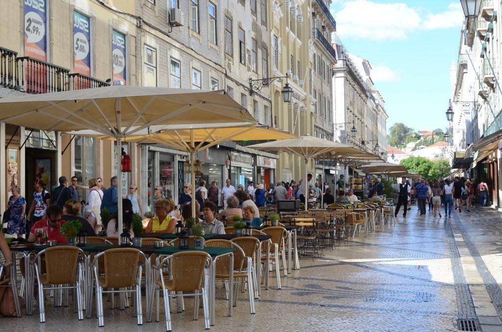 augusta street 1739258 1280 1024x678 - Продление резиденции в Португалии