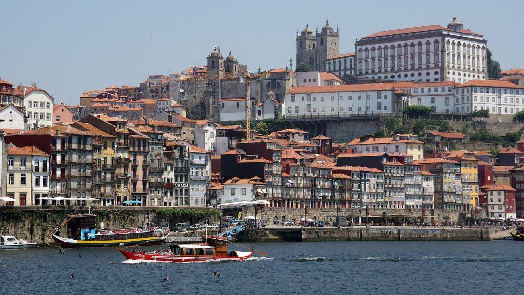 porto 2630066 1280 1024x576 - Золотая виза Португалии: 7 преимуществ для инвесторов