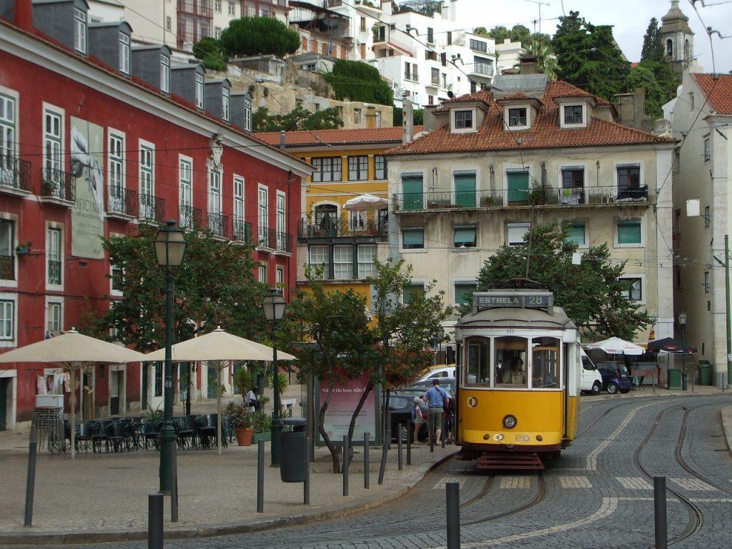 alfama 2331271 1280 1024x768 - Как получить гражданство Португалии