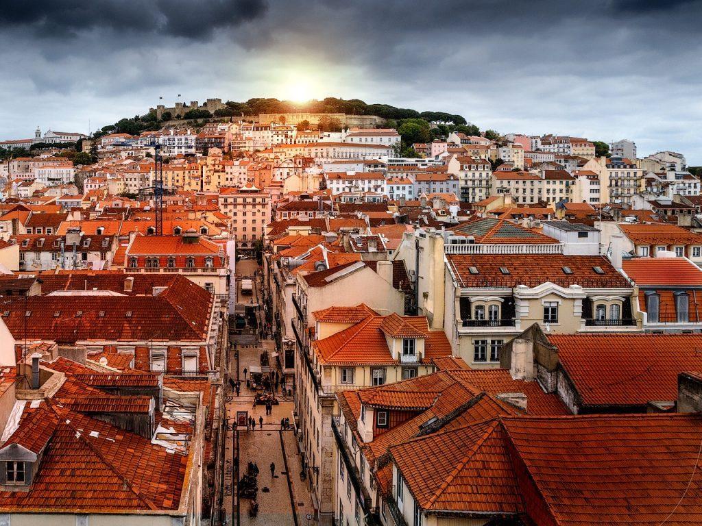 lisbon 1450809 1280 1024x768 - Гражданство Европы при покупке недвижимости 2019: список стран
