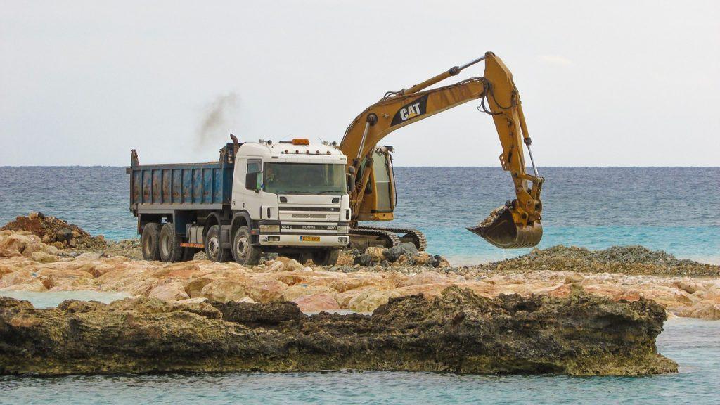 heavy machines 2067150 1280 1024x576 - Какой бизнес открыть на Кипре
